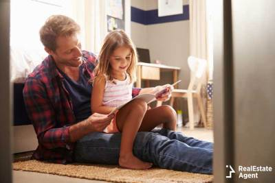 dad spends quality time with daughter after divorce