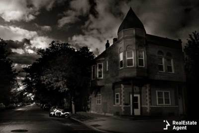an old house that looks haunted and scary