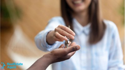 real estate agent giving keys to the home buyer