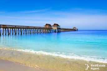 naples pier and beach in florida