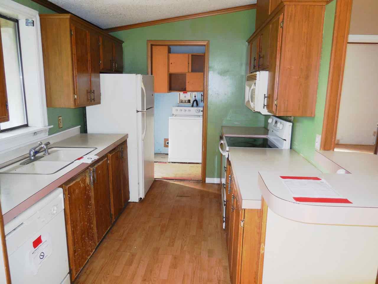 561-820190 kitchen (1)