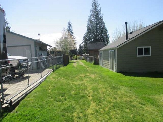 561-644875 – Backyard facing house 01-640