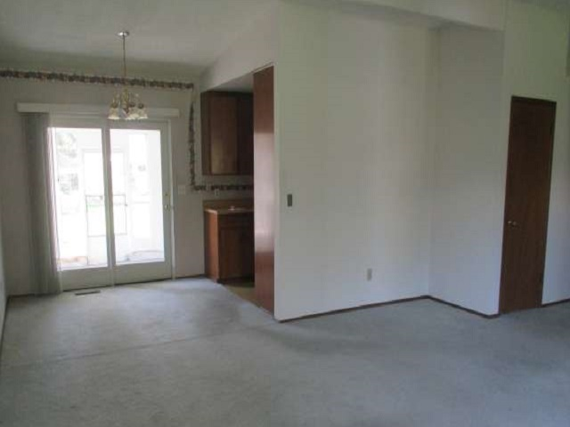 561-644875 – Living Room to Dining Room-640