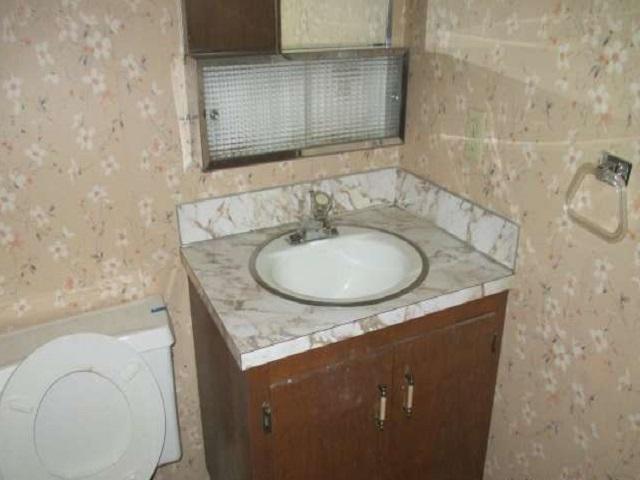 561-644875 – hallway bathroom 02-640
