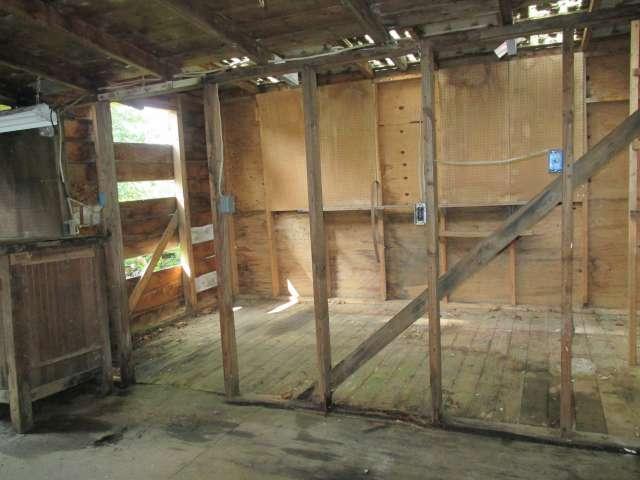 561-814272 – Garage & Workspace 03