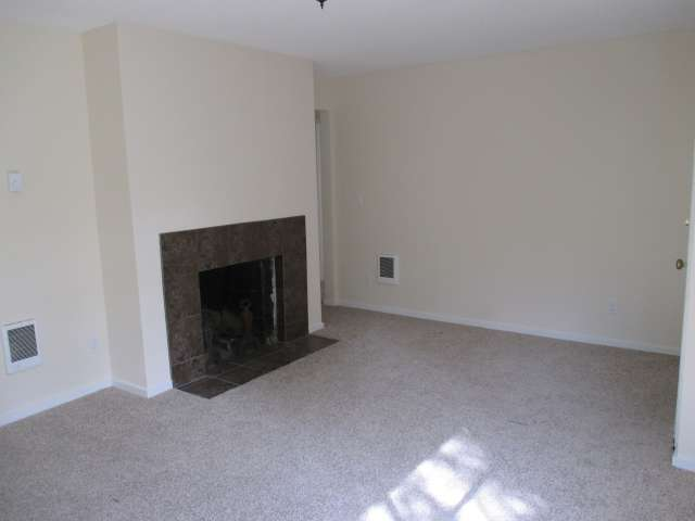 561-814272 – Living Room 02