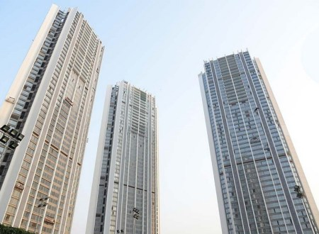 Why are Oberoi Realty buildings Oberoi Esquire and Exquisite are easily rented?