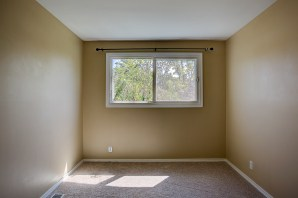 bedrm-upper2 Laurie Way Announces | Des Moines Multi-Level Home with Large Yard!