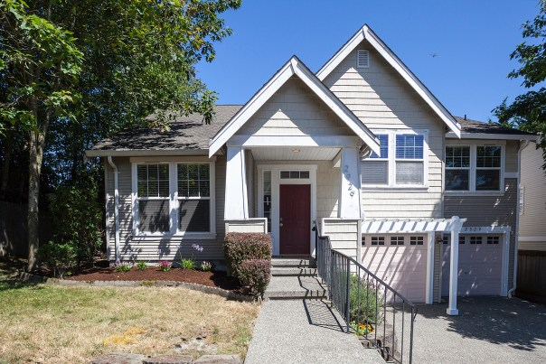 house-front Laurie Way Announces | Lynnwood Tri-level | 2929 149th Pl SW