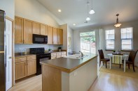 kitchen-eating-area Laurie Announces: Lynnwood Tri-Level
