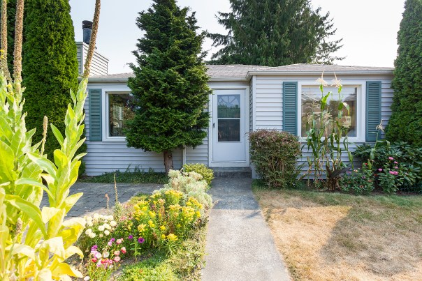 house-front Laurie Announces | West Seattle Charmer | 7724 31st Ave SW
