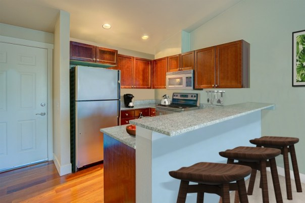 WEB-kitchenentry LAURIE WAY ANNOUNCES | QUEEN ANNE VIEW CONDOMINIUM | 566 PROSPECT ST #406