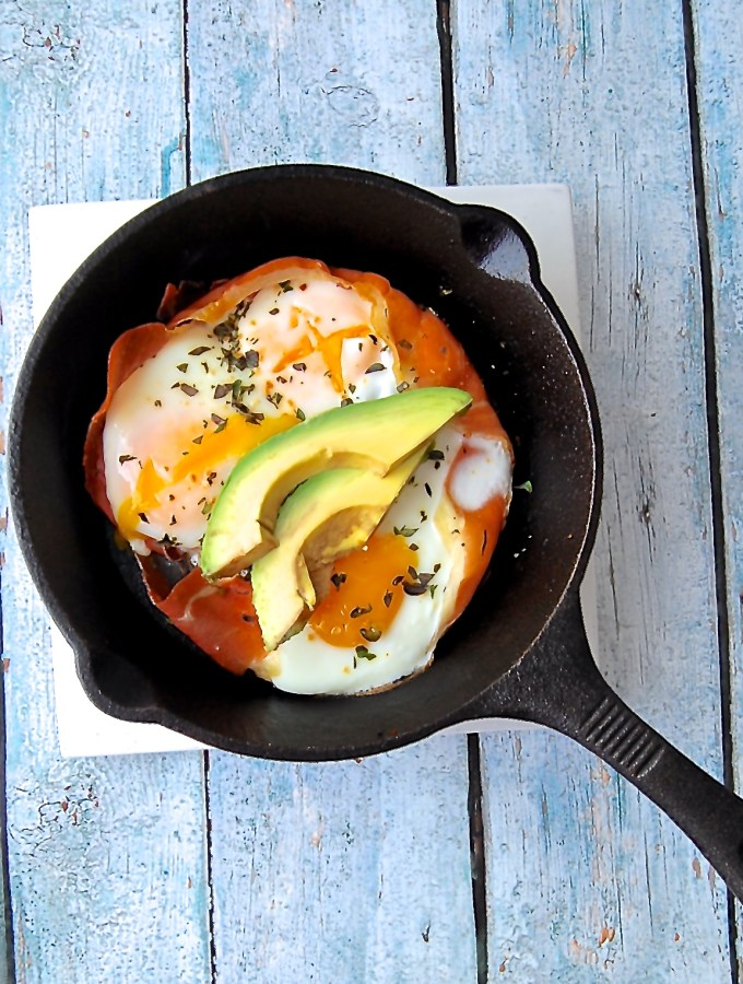 Baked Eggs in Prosciutto