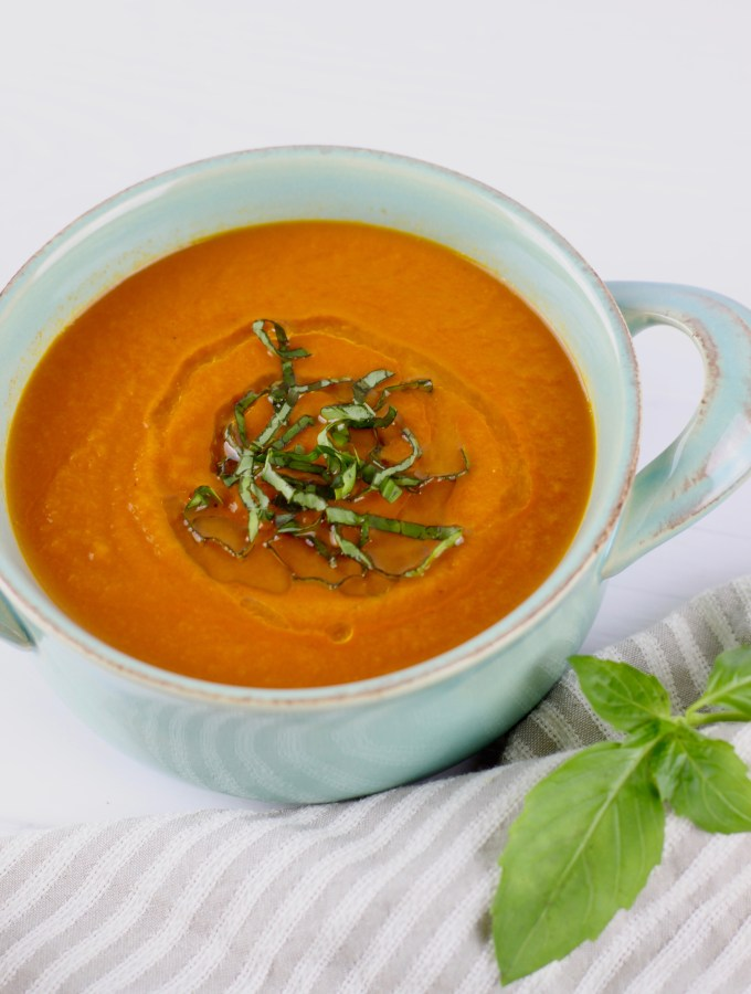 20­-Minute Tomato Basil Soup: Guest Post by Dietitians Stacie and Jessica of Simply Nourished Recipes