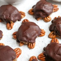 Paleo Vegan Pecan Turtles