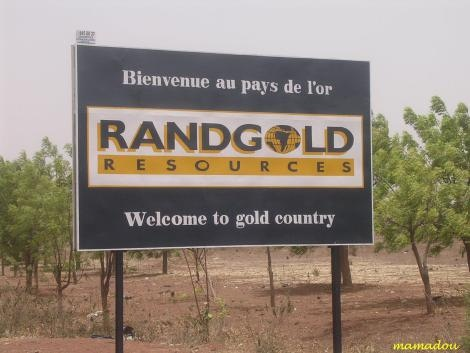 Bankrupt France invades Mali to grab gold mines