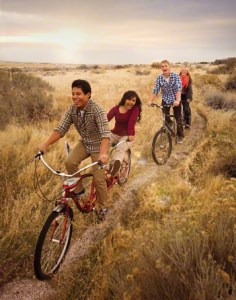 couples-bicycles-dating-910100-gallery