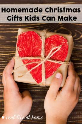 Want to get your kids involved in Christmas gift giving? Let them help out and make homemade gifts for your family and friends. Don't miss this list of homemade gifts kids can make.   Real Life at Home #HomemadeGifts #KidMadeGifts