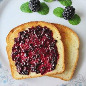 Easy to Make Homemade Blackberry Jam