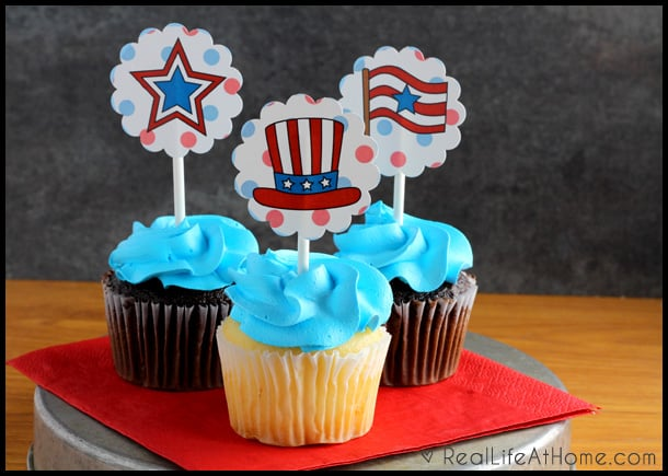 Free 4th of July cupcake toppers and matching invitations {plus tips for easier party planning}