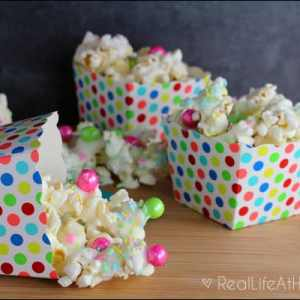 Spring-inspired sweet popcorn mix that's not only delicious, but also quick and easy to make