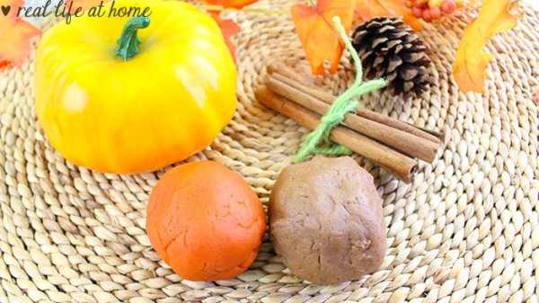 How to Make Pumpkin Playdough, Cinnamon Playdough, Apple Playdough, and Green Apple Playdough