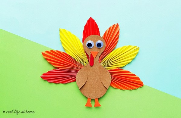 Easy Turkey Craft for Kids Using Inexpensive Materials (includes a free template)