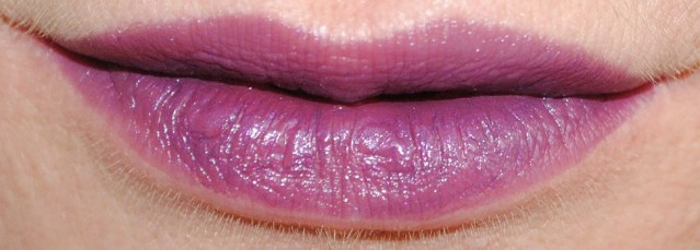 dolce-and-gabbana-fall-2015-makeup-lipstick-swatch-purple-passion