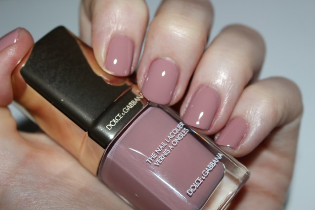 dolce-and-gabbana-fall-2015-nail-swatch-antique-rose
