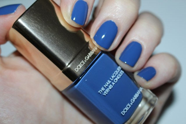 dolce-and-gabbana-fall-2015-nail-swatch-jaipur-blue