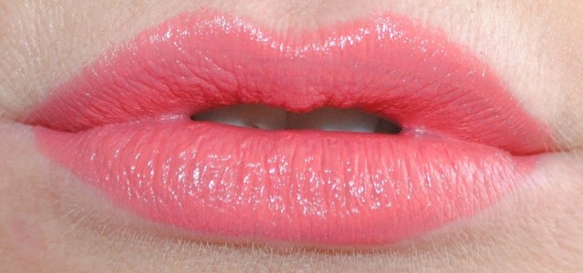 rimmel-the-only-1-lipstick-swatches-600-peachy-beachy