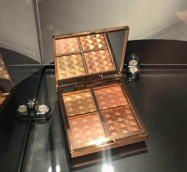 Laura Mercier Magic Hour Face Illuminator Palette Holiday 2018