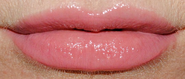 By Terry Lip Expert Shine Liquid Lipstick Swatch rosy kiss