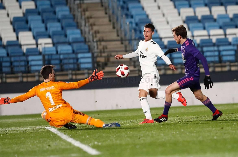 Seoane anotando gol contra el Celta B. La Fábrica