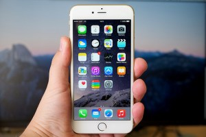 which smartphones screens are better?