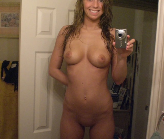 Cute Smiling Nude Teen Girl Self Tittie Pics