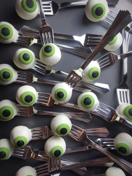 These Halloween Treats for Kids are a little bit spooky and a whole lot of fun!