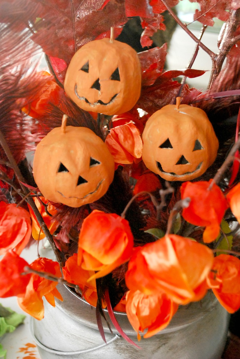 pewter-cauldron-halloween-centerpiece-9