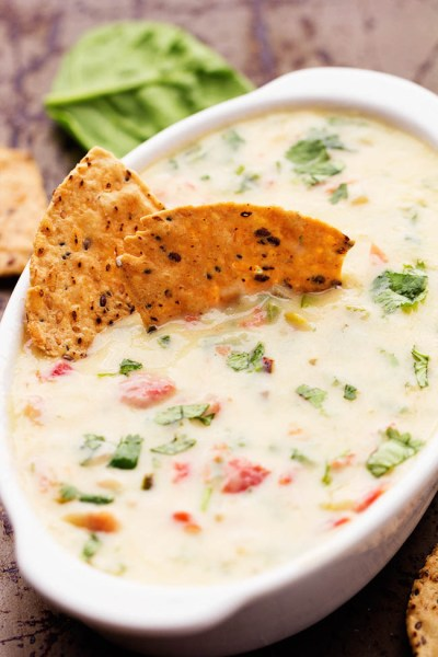 whitespinachqueso