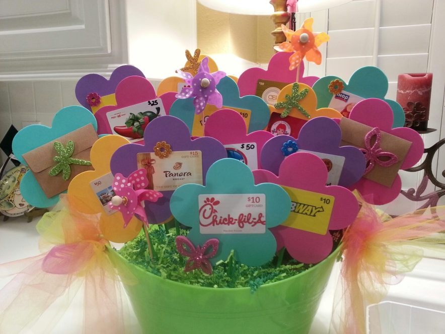 Gift Card Bouquet: Gift Cards can sometimes be a boring thing to give but a great thing to receive. So why not spice up the way you give them!