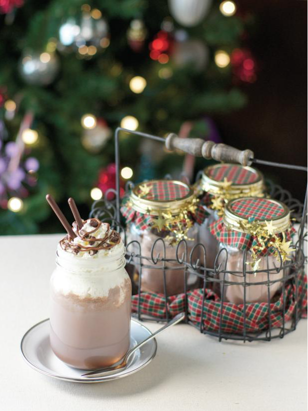 Hazelnut Cocoa Set: The holidays are here and there are so many different gift and decor ideas to bring lots of cheer! There are so many Mason Jar Crafts to make this holiday!