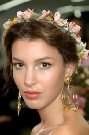 2015 Wedding Trends - Floral headband wedding headress from Rebecca Loves Weddings www.rebeccaanderton.co.uk