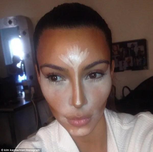 Kim's famous mid-contour selfie