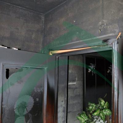 puerta-salida-del-hall-quemada