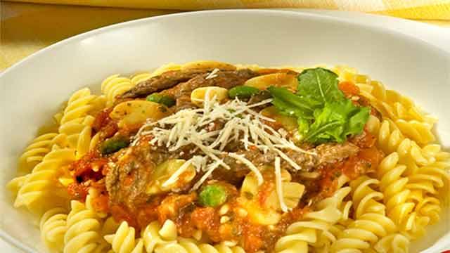 Parafuso ao Molho de Carne com Rúcula - Hambúrguer com Queijo Reino e Molho de Cebolas Caramelizadas