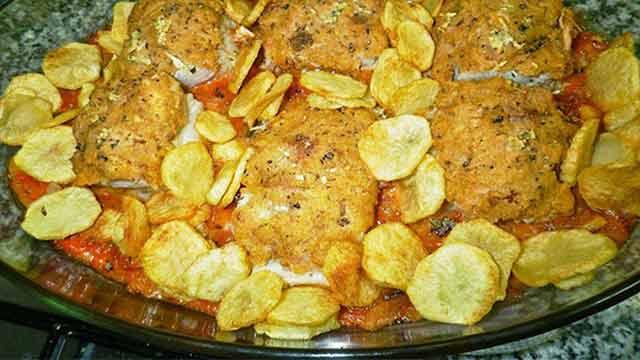 Lombinhos de Bacalhau com Crosta de Alheira em Cama de Molho de Tomate - Espiral ao Molho de Abóbora com Couve e Linguiça