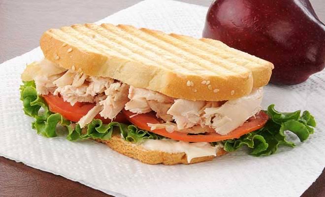 Como fazer Sanduíche de Frango e Tomate