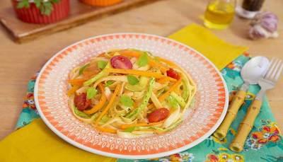 Talharim Tricolor de Abobrinha Cenoura e Tomate