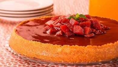 Cheesecake de Goiaba com Massa de Biscoito Maizena