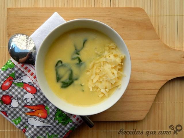 Caldo de mandioquinha com espinafre